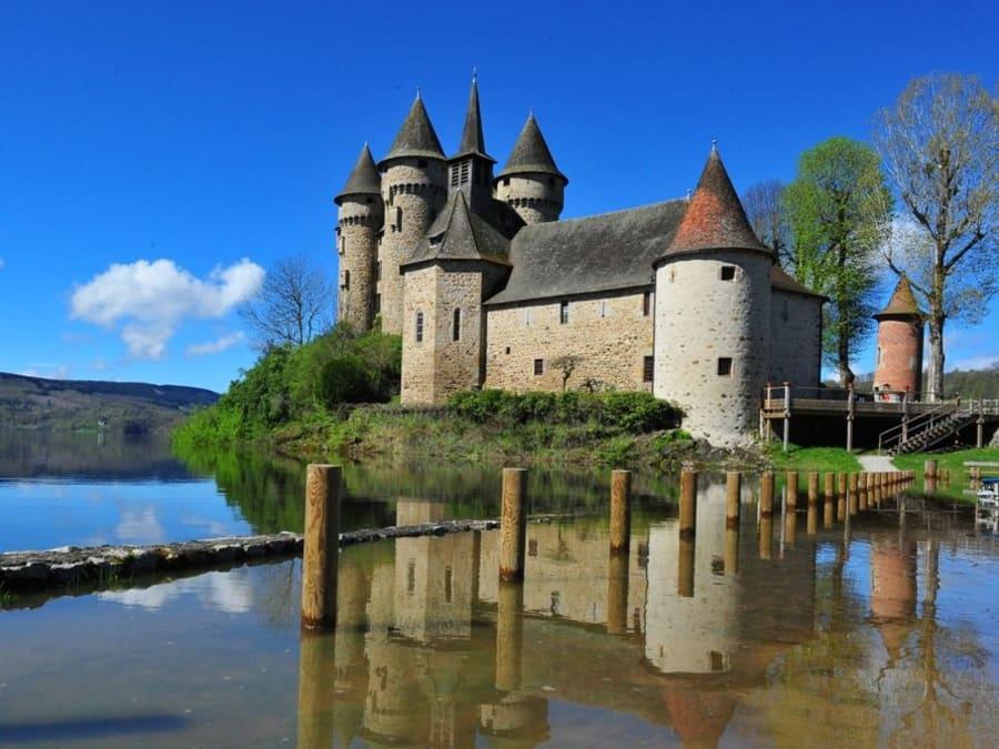 Visite du Château de Val, à Lanobre (Cantal)