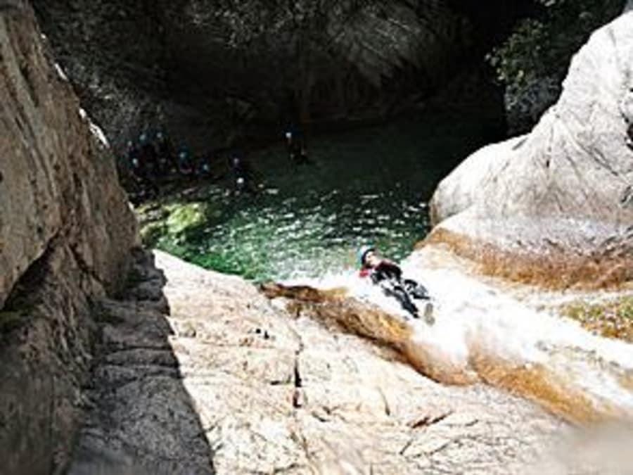 Canyoning dans le canyon de Pulischellu en Corse-du-Sud (2A)