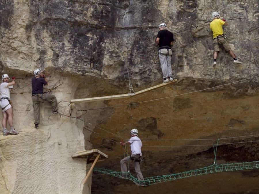 Parcours aventure Accrobranche sur rocher proche d'Auxerre