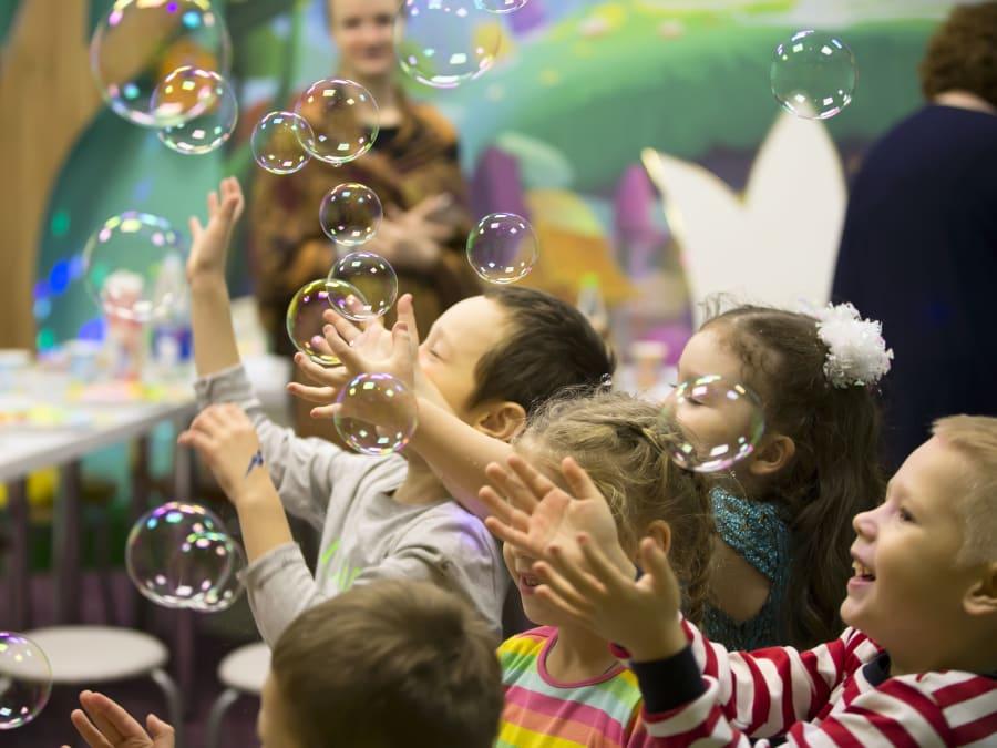 Spectacle de Bulles pour enfants en entreprise