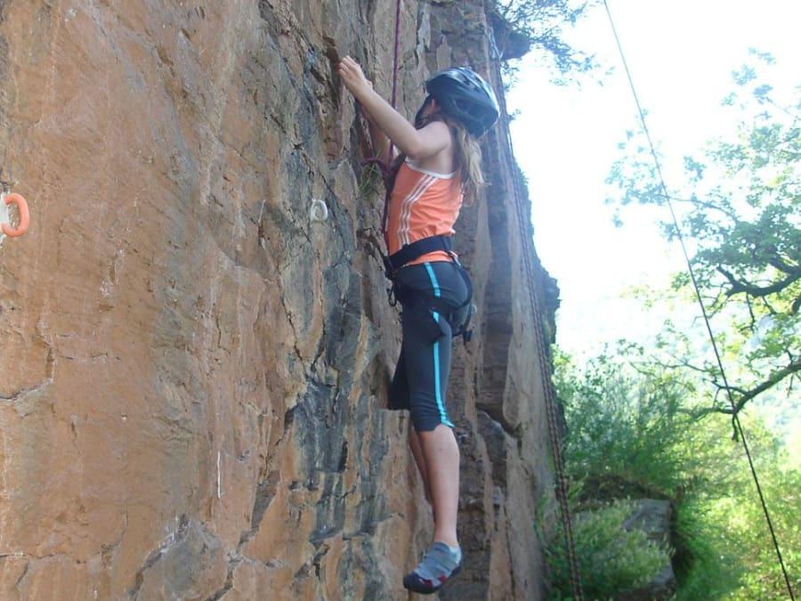 Escalade sur falaise au Roc du Gorb dans l'Aveyron (12)