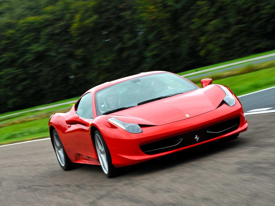 Stage de pilotage en Ferrari 458 - Circuit JP Beltoise (78)