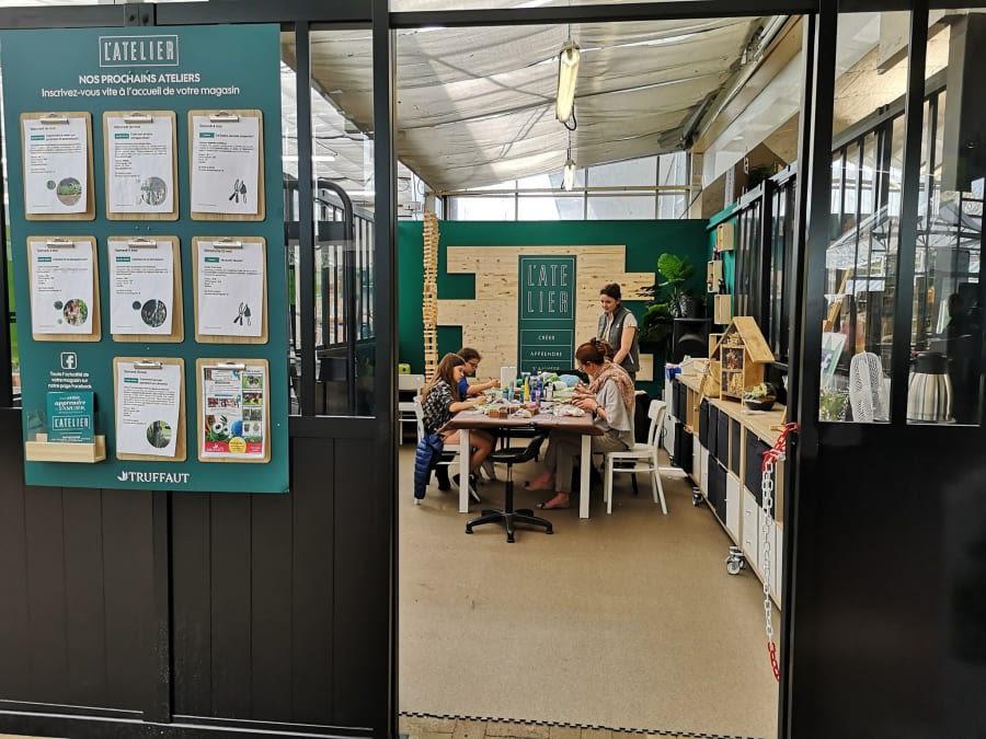 Atelier Canne à Plumes + Jouet pour chat chez Truffaut Plaisir