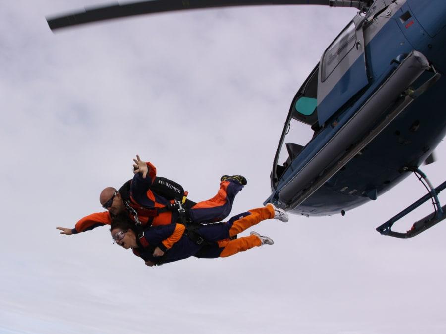 Saut en parachute tandem à Biarritz, depuis un hélico !