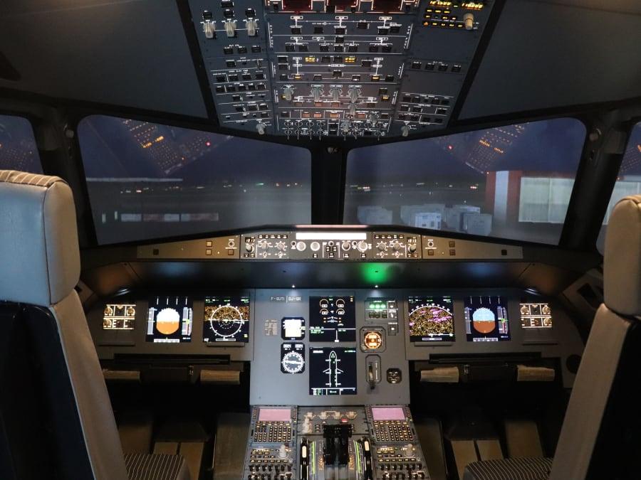 Simulateur de pilotage d'avion de ligne de type A320 à Toulouse