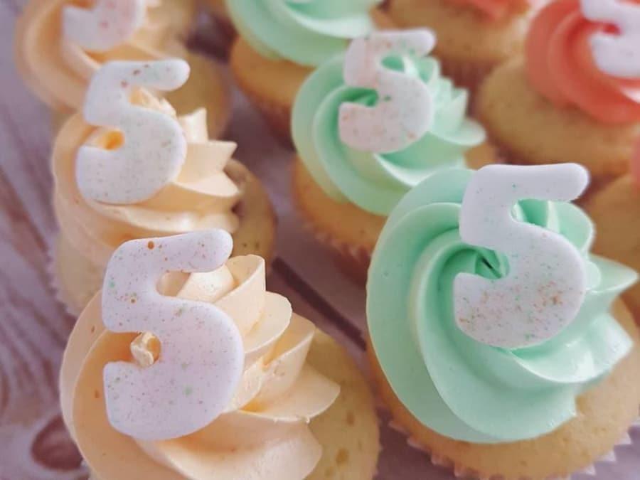 Anniversaire Cupcakes avec une Cake designeuse proche de Lyon