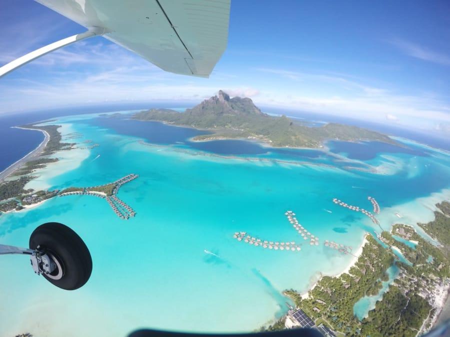 Saut en Parachute tandem au dessus de Bora-Bora en Polynésie