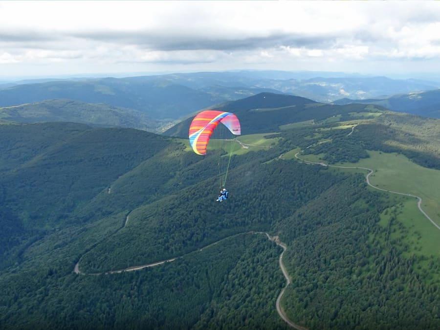 Survol en Parapente du Parc Naturel des Vosges à Oderen (68)
