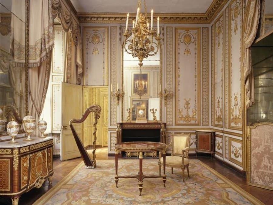 Louvre en nocturne: l'art de vivre sous les rois de France