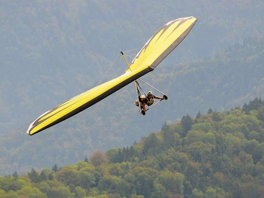 Vol en Deltaplane au dessus du lac d'Annecy (74)
