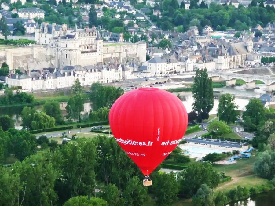 Tour en Montgolfière: le Château d'Amboise vu du ciel !