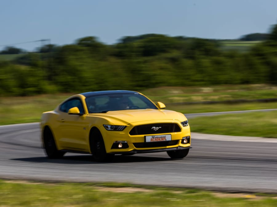 FUNBOX Stage de Pilotage Ford Mustang