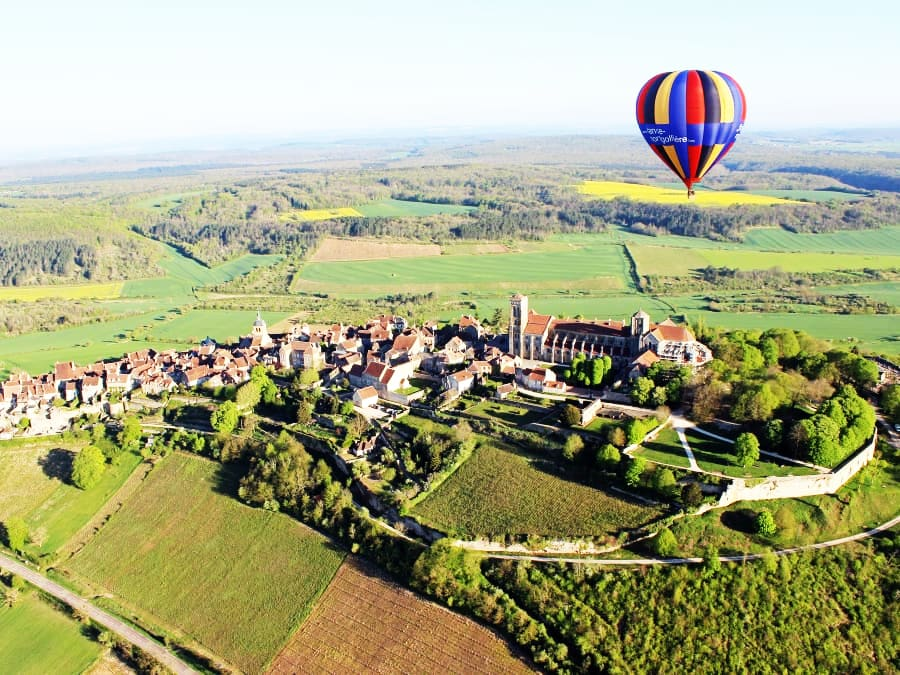 La Bourgogne vue du ciel : vol en Montgolfière à Vézelay