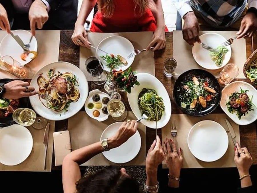 EVJF Atelier Cuisine du Monde avec une Chef à Paris 15ème