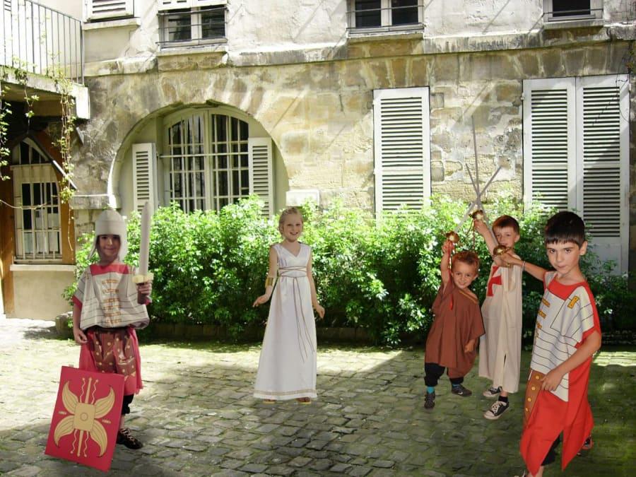 Anniversaire balade costumée pour enfants au Paris Antique (5e)
