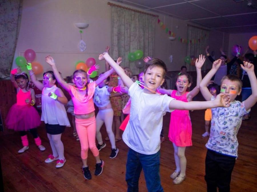 Anniversaire 100% Danse 6-16 ans à domicile plusieurs régions