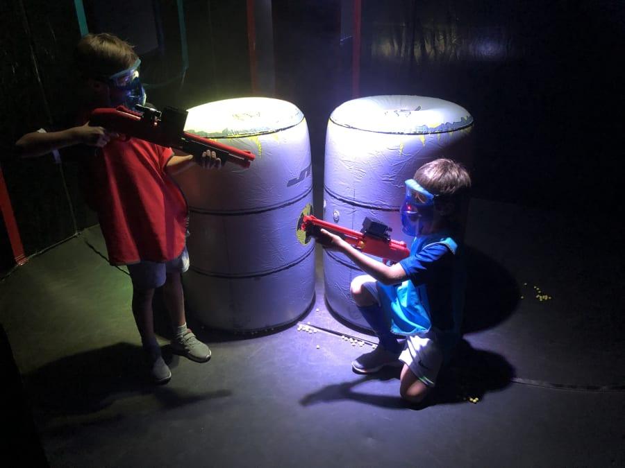 Partie de Laserball indoor à Levallois (92)