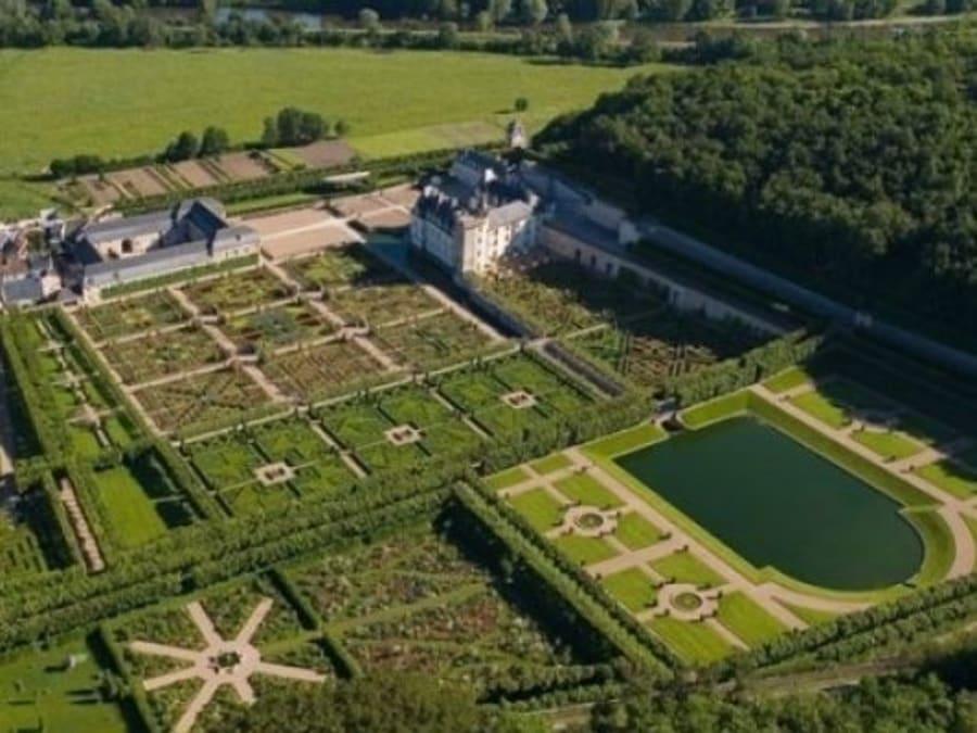 Vol en hélicoptère découverte Château de la Loire et ses jardins