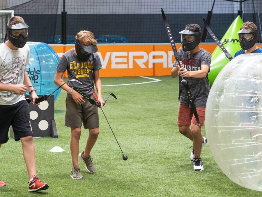 Anniversaire Bubble ou Archery Bump à domicile (13, 30 & 84)