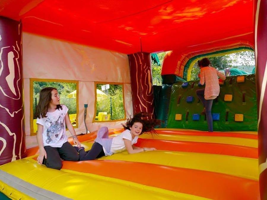 Parc de jeux gonflables à Rochetaillée-sur-Saône (69)