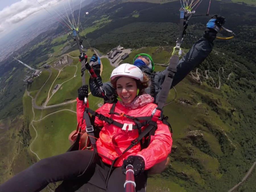 Vol acrobatique en Parapente biplace au dessus du Puy de Dome