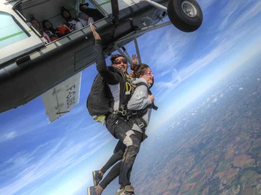 Saut en parachute tandem à la Roche sur Yon (85)