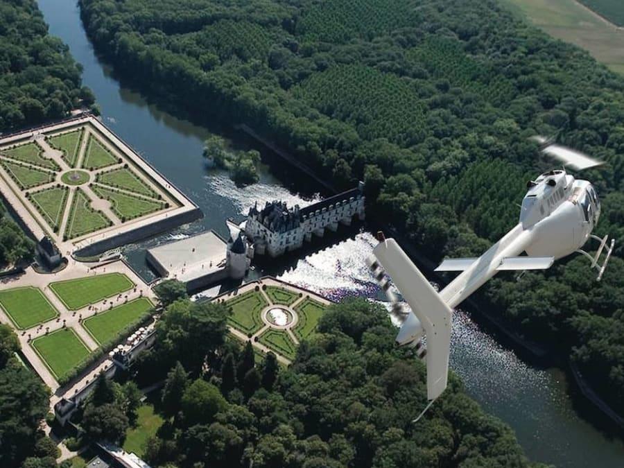 Vol en hélicoptère découverte Châteaux de la Loire - Promo -40%