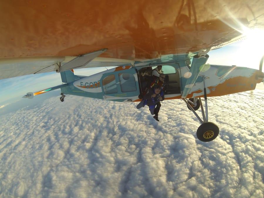 Baptême saut parachute à Garzigliana, proche Côte d'Azur