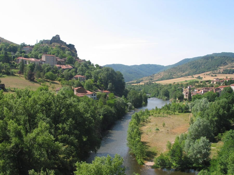 Baptême en ULM : survol du château de Parentignat (63)