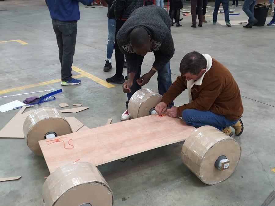 Team Building Carton Plein