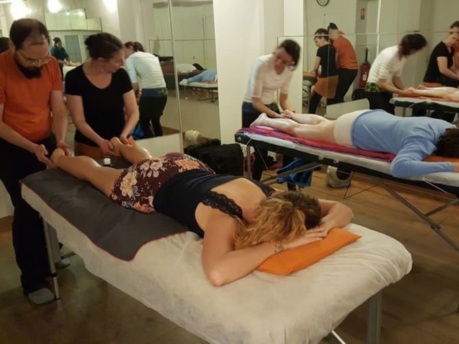 Apprentissage massage pieds & jambes à Paris 10e