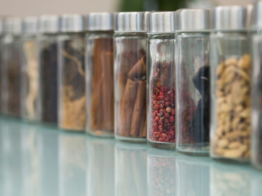 EVJF inédit : création d'un parfum sur-mesure pour le mariage