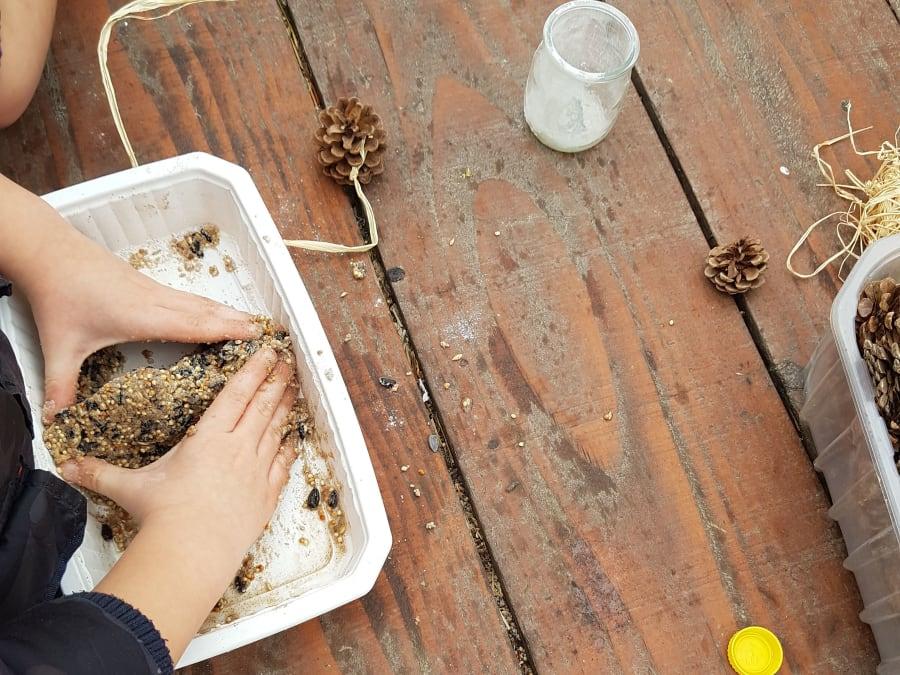 Découvertes sur les oiseaux et confection de boules de graisse