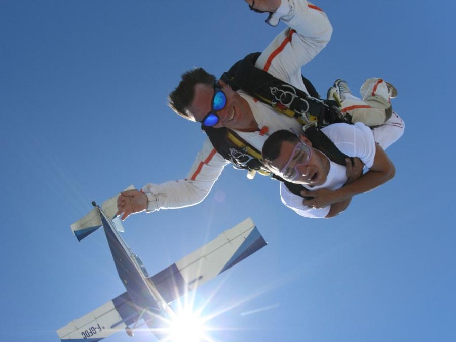 Baptême de saut en parachute tandem à Nîmes