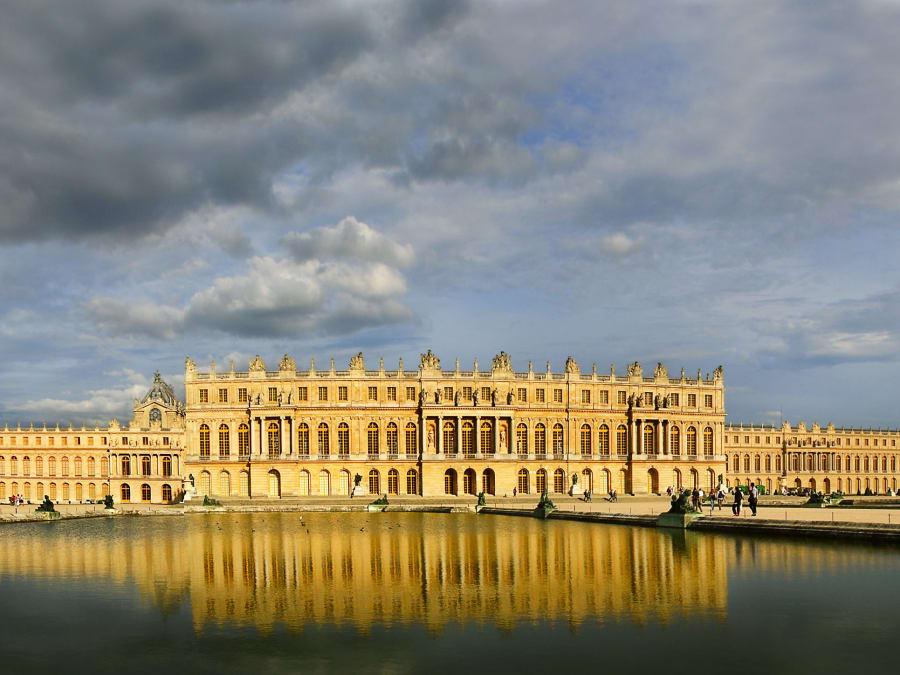 Balade en voiture de collection au Château de Versailles
