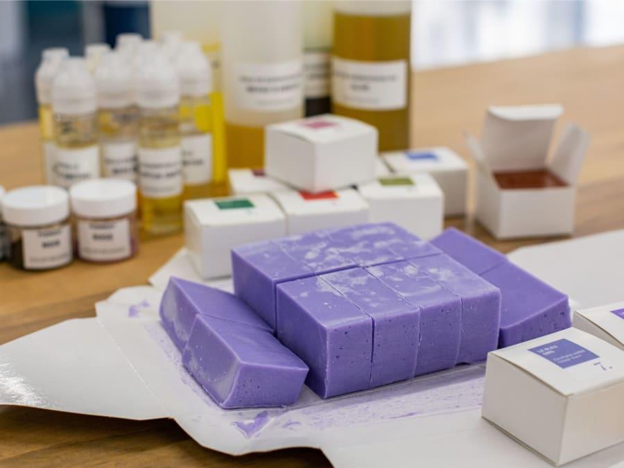 Atelier de fabrication de savon bio artisanal à Paris 19ème