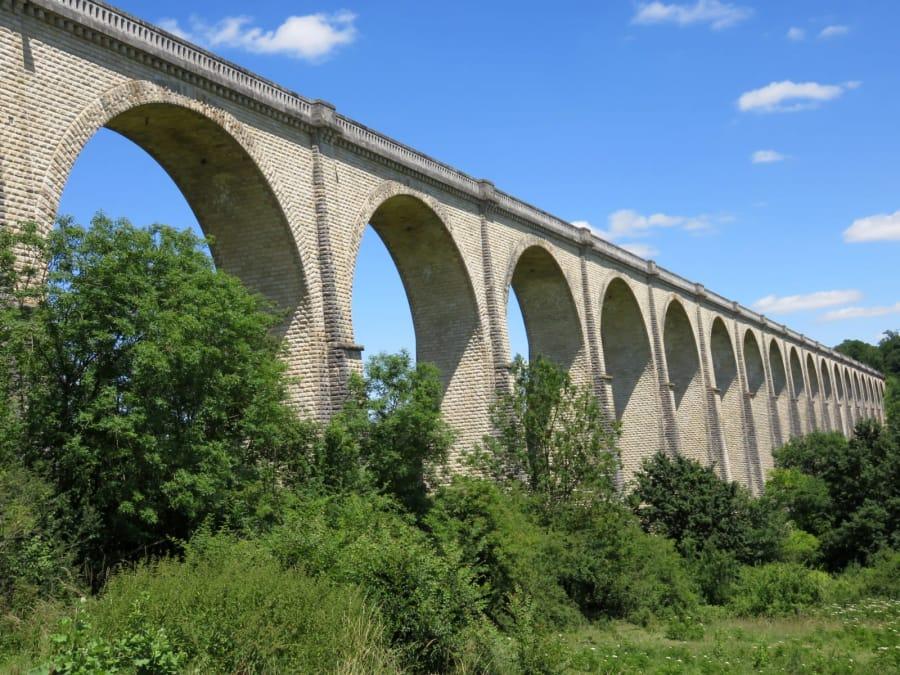 Saut à l'élastique depuis le Viaduc de Cluis (36)