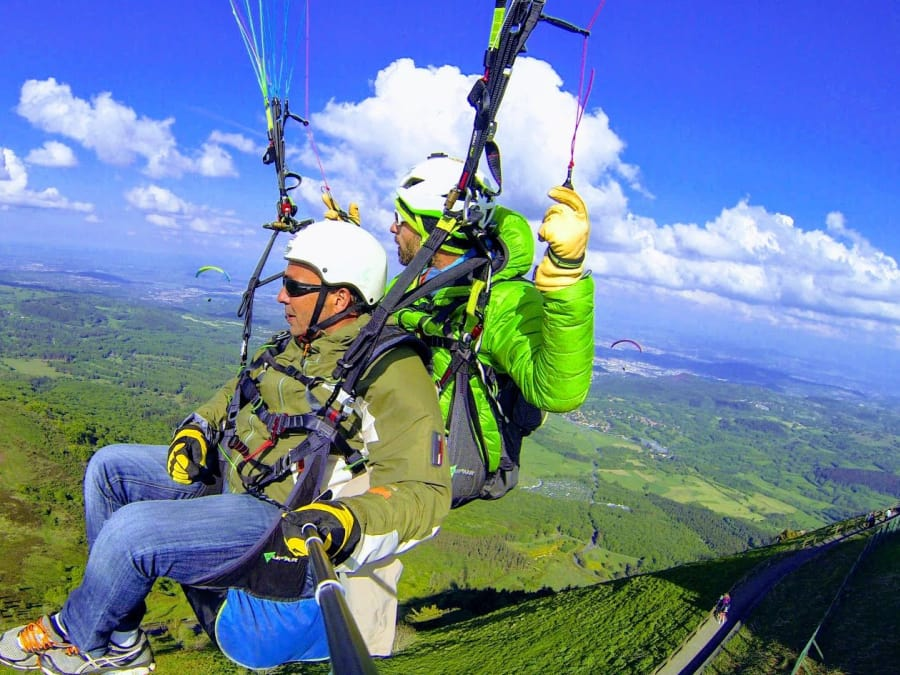 Vol d'initiation en Parapente biplace au  Puy de Dome  (63)