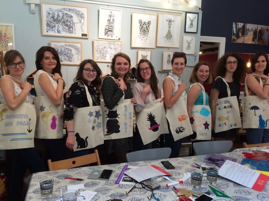 EVJF customisation de tote bag entre filles à domicile