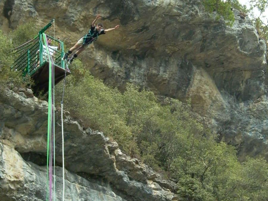 Saut à l'élastique de la Grotte du Mas d'Azil, en Ariège