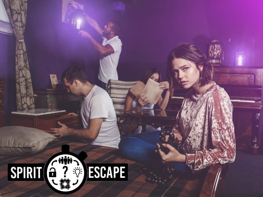 """Escape Game """"Mystères chez le collectionneur"""" à Paris 12ème"""