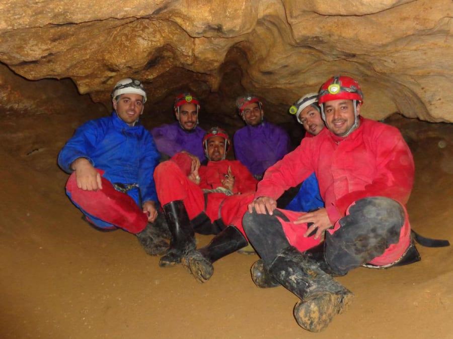 Spéléologie dans la grotte Roche dans le Vercors