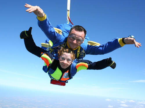 Saut en Parachute à Clermont-Ferrand : Auvergne Parachutisme