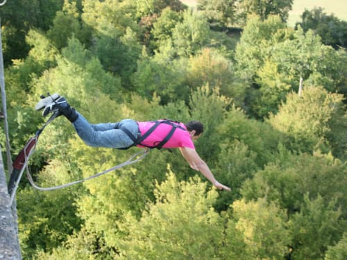 Saut à l'élastique depuis le Viaduc de Druyes les Belles Fontaines : Adrenaline Elastique