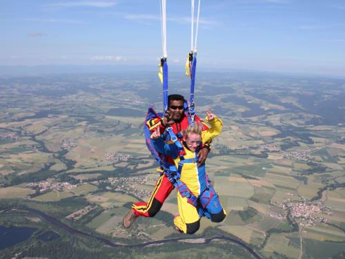 Saut en parachute à Tournus Cuisery : AirExtrem Parachutisme