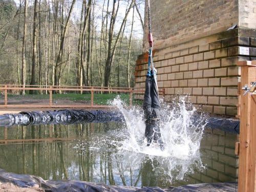 Saut élastique avec touché d'eau au Viaduc de Claudon