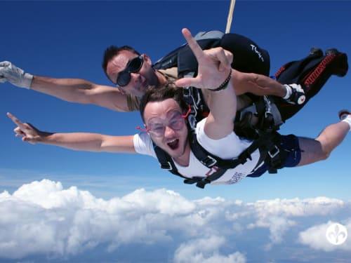 Saut en parachute à Saint-Langis-lès-Mortagne : France Parachutisme Tandem