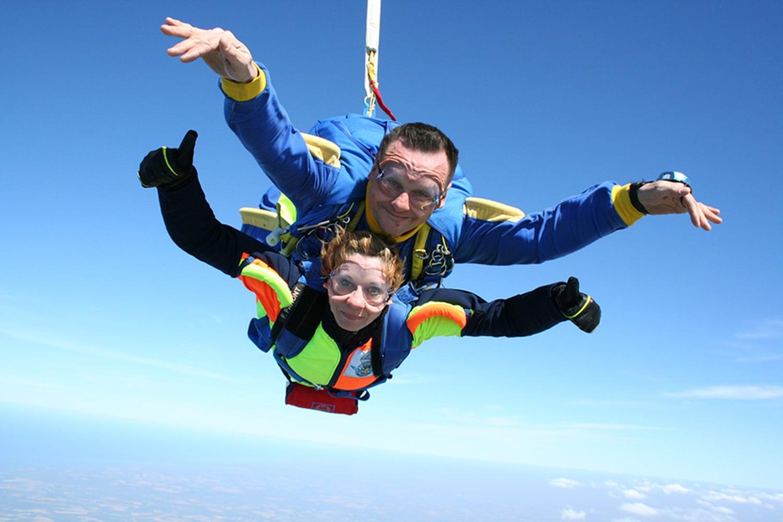 Saut en Parachute à Clermont-Ferrand : Auvergne Parachutisme - Clermont-Ferrand