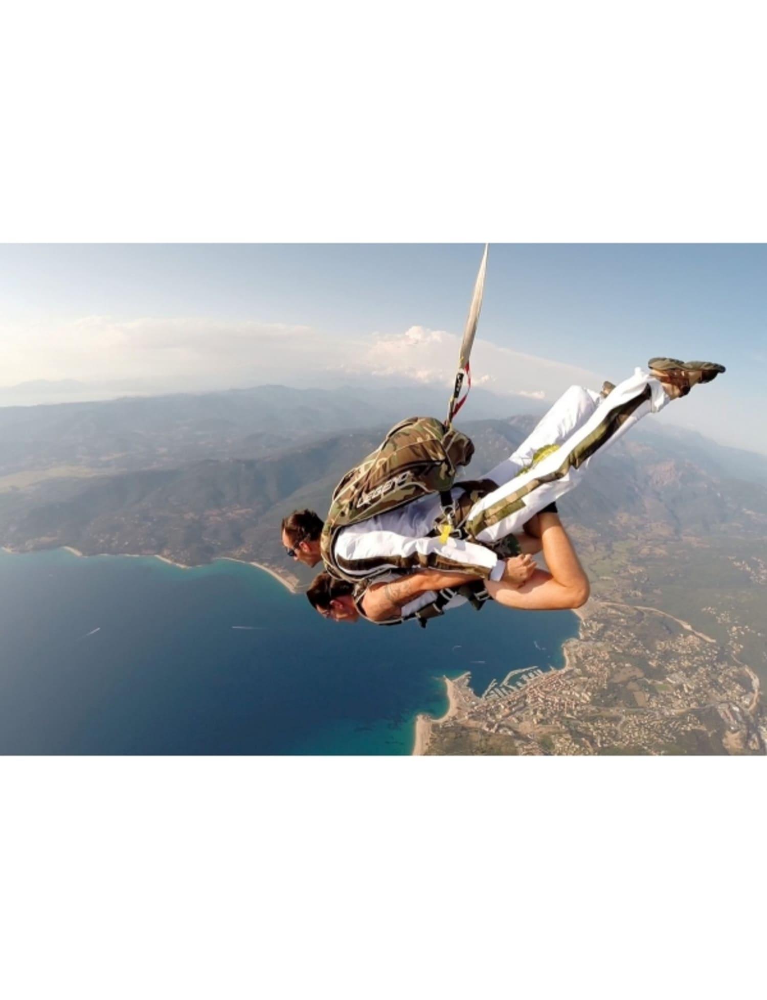 Saut en parachute proche de Marseille : Site le Luc - BRIGNOLES