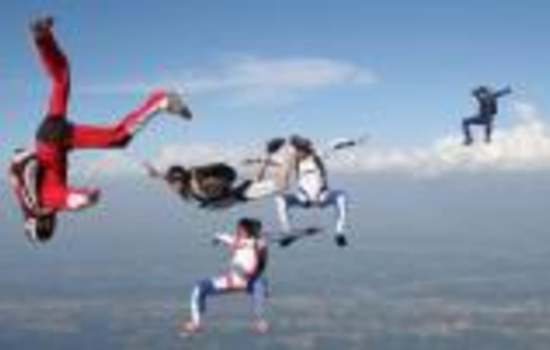 Saut en parachute à Pau : Pau parachutisme passion - Lasclaveries